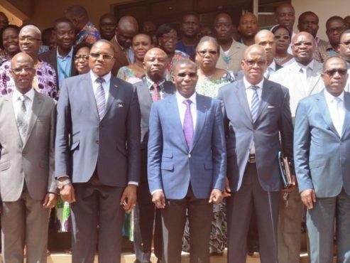 Travailleurs ASECNA 493x370 - Récupération de l'espace aérien togolais: les travailleurs d'ASECNA-Togo remercient le gouvernement