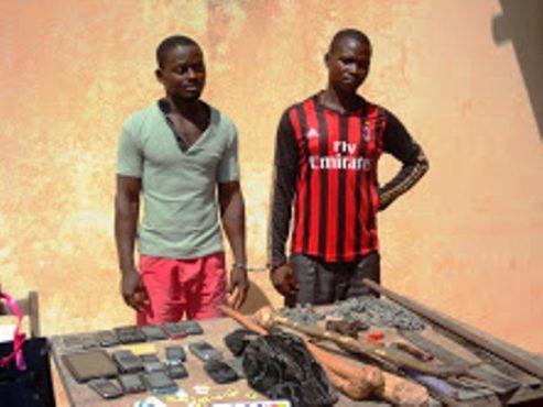 Malfrats bon 493x370 - Vols de motos, braquages à Lomé : Deux malfrats dans les mailles de la police