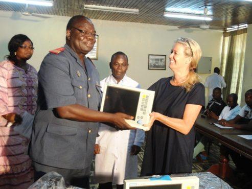 """Don chaine de lespoir 493x370 - Santé/ La """"Chaîne de l'Espoir"""" fait don de matériels pédiatriques au CHU Sylvanus Olympio;  l'ONG va augmenter ses missions au Togo"""