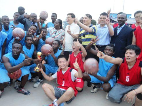 Réception infrastructures 493x370 - Epanouissement et formation des jeunes : la maison des jeunes d'Amadahomé dotée de terrains de handball, de basketball et de volleyball