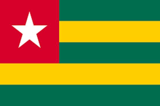 Drapeua togolais bon 556x370 - La Banque mondiale octroie  350 millions de dollars au Togo sur quatre ans
