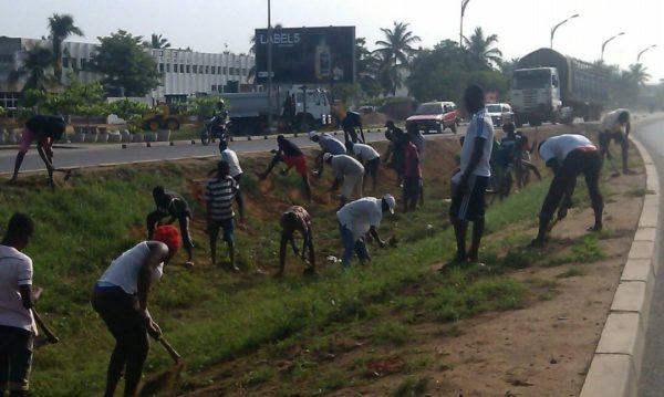 Lomé propre ANADEB 600x359 - « Lomé propre » : l'opération  observée dans la zone CIMTOGO