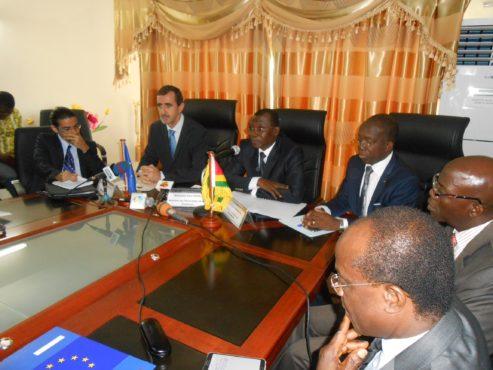 Appui budgétaire UE 493x370 - Appui budgétaire : l'Union Européenne octroie 6,5 milliards FCFA au Togo