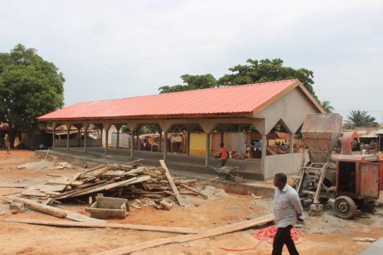 Hangar de marché Attiégou 555x370 - PUDC : les ouvrages en cours de réalisation dans le Grand-Lomé progressent