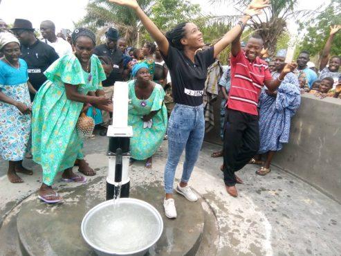 inauguration forage NNakpékou 493x370 - « 1-2-3 Action » dans le Haho : N'Nakpékou libéré des affres  de la soif !