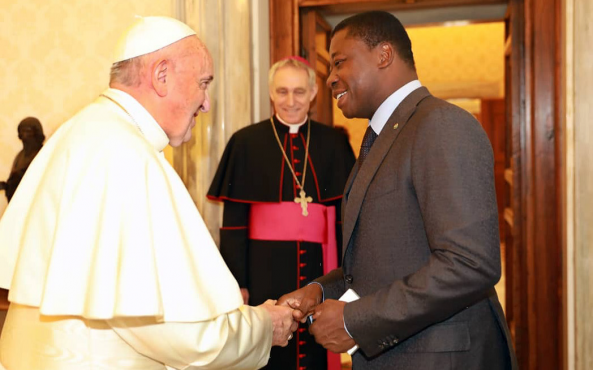 Pape François Faure Gnassingbé 593x370 - Faure Gnassingbé reçu par le Pape François