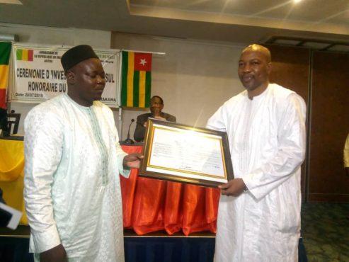 Consul Alassane YATABARE à droite 493x370 - Alassane YATABARE, le nouveau visage du consulat du  Mali au Togo