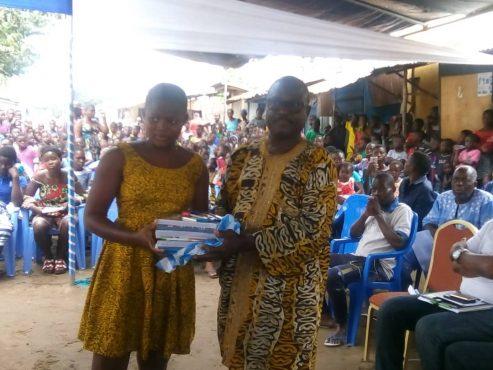 Don fournitures scolairesBè Agodo Atimé 493x370 - Humanitaire : fournitures scolaires pour élèves nécessiteux de Bè  Agodo-Atimé