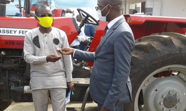 remise tracteurs 600x360 - Modernisation de l'agriculture : 72 tracteurs déversés dans le secteur