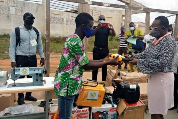 Remise de kits aux VEC 08 10 2020 600x400 - Togo/ Grand-Lomé : des kits d'outillage d'une valeur de 53 millions FCFA remis aux VEC de la 5ème vague