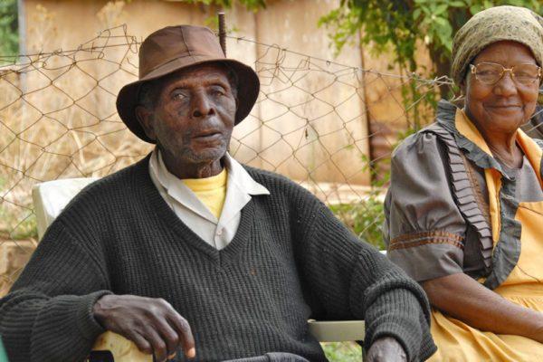 personnes agees 600x400 - Maisons de retraite: le Togo y pense