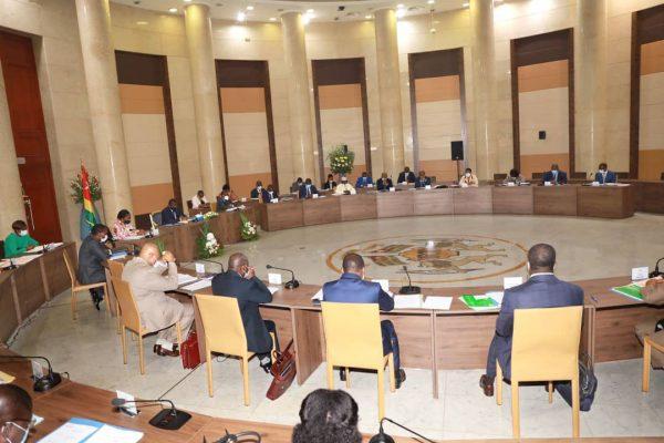 Conseil des ministres du 04 novembre 2020 600x400 - COMMUNIQUE SANCTIONNANT LE CONSEIL DES MINISTRES DU JEUDI 12 NOVEMBRE 2020