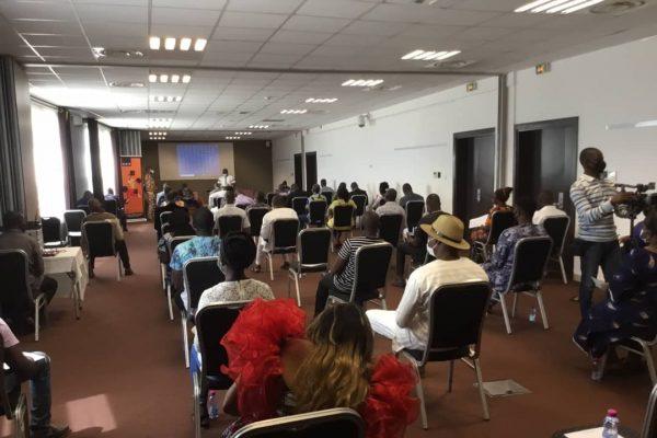 Rencontre gerants de bars 600x400 - Lutte contre la Covid-19: le ministre LAMADOKOU Gbényo face aux acteurs de la restauration et des débits de boisson