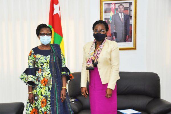 pdte haute cour de justice Benin 600x400 - Togo: la présidente de la Haute cour de justice du Bénin, et l'ambassadrice du Sénégal au Togo, chez Victoire Tomégah-Dogbé