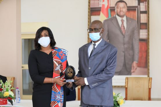 Fonctionnaires de la presidence a la retraite 555x370 - Togo: la Présidence de la République honore son personnel admis à la retraite