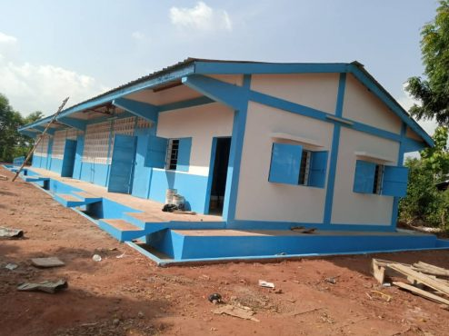 batiment Adedicope 494x370 - Togo/ Vo: ce bâtiment scolaire (photo) apporte le sourire à Adédicopé