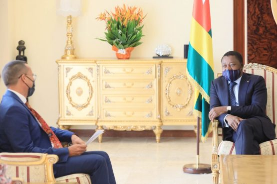 ballet diplomatique 555x370 - Togo/ Diplomatie: huit ambassadeurs présentent leurs lettres de créance à Faure Gnassingbé
