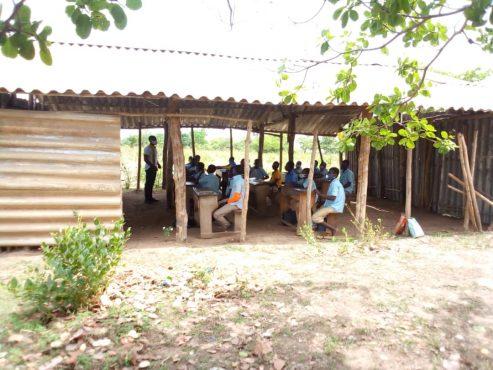 hangar au CEG Agbansikiti 493x370 - Togo/ Cantonnage: dans la région Centrale, les revenus du projet profitent aux communautés bénéficiaires
