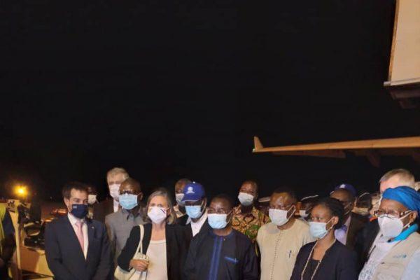 reception vaccin 2 600x400 - Covid-19/ Premier lot de vaccins livré au Togo: début probable de la vaccination mercredi