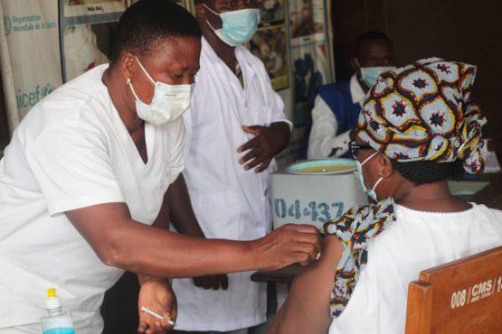 vaccination cms Agoe 555x370 - Togo/Covid-19: enseignants, détenus, agents d'ICAT, Zémidjan et conducteurs à 4 roues, nouvelles cibles de la vaccination