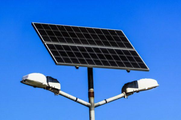 lampadaire solaire 600x400 - Eclairage public: le Togo envisage l'installation de 50 000 lampadaires solaires dès 2021 grâce à un partenariat avec Sunna Design