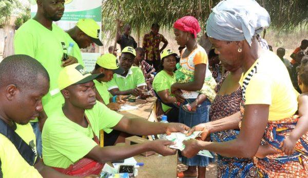 transferts monetaires 600x347 - Togo/Transferts monétaires: dans la région des plateaux, 14.710 ménages ont reçu 1.765.200.000 FCFA