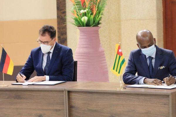 Signature Dr. Gerd gouvernement 600x400 - Dr. Gerd Müller à Lomé: un séjour laborieux