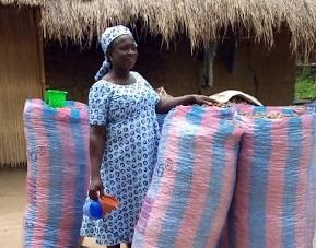 Ablode Grace benef. transferts monetaires bon bon - Togo : A Nyativé, dame ABLODO Grâce Yawa se débrouille grâce aux transferts monétaires