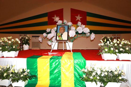 Obseeques Abass Bonfoh 555x370 - Hommage national à feu Abass Bonfoh: Faure Gnassingbé saluela mémoire d'un compatriote dévoué à la République