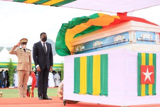obseques Abass Bonfoh 555x370 - Togo: Abass Bonfoh conduit à sa dernière demeure