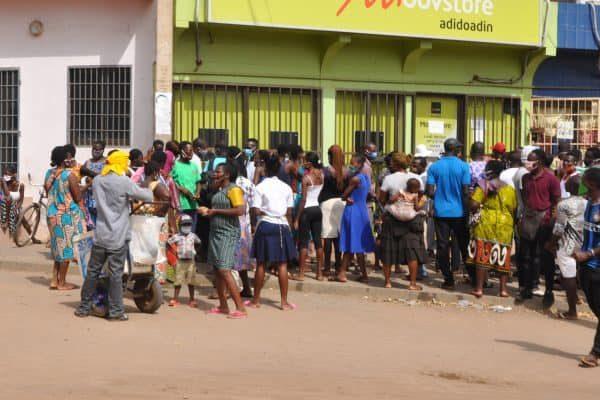 Retrait Novissi 600x400 - Covid-19: voici comment le Togo dépense ses milliards pour lutter contre la pandémie