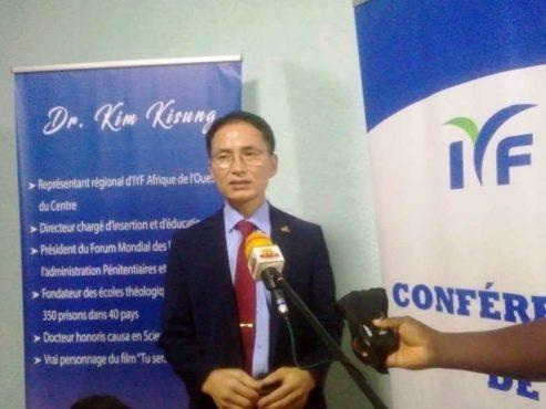 Dr Kim Kisung mind education 493x370 - Education sur le changement de mentalité: le fondateur de l'ONG IYF, Dr Ock Soo Park attendu à Lomé