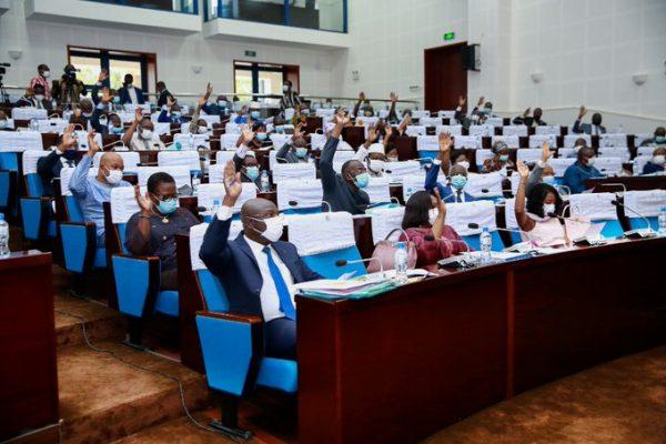 vote lois decentralisation 600x400 - Togo: les députés balisent la voie à l'organisation des élections régionales